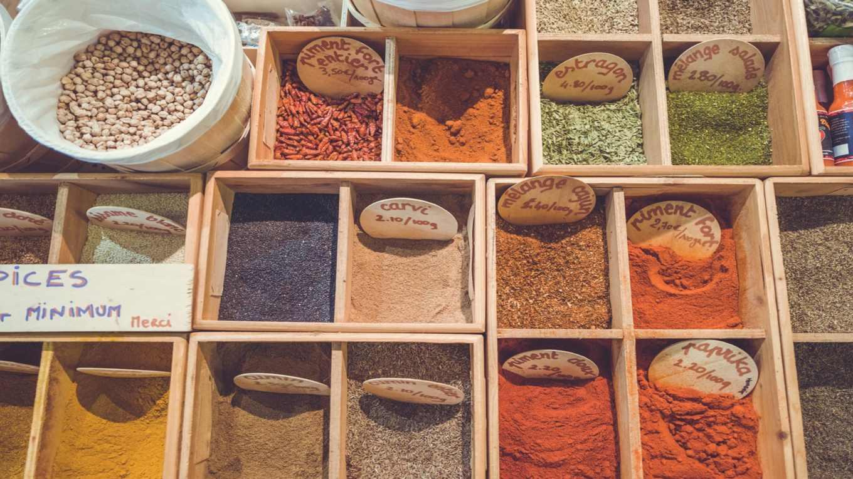 10 alternative che sostituiscono il sale